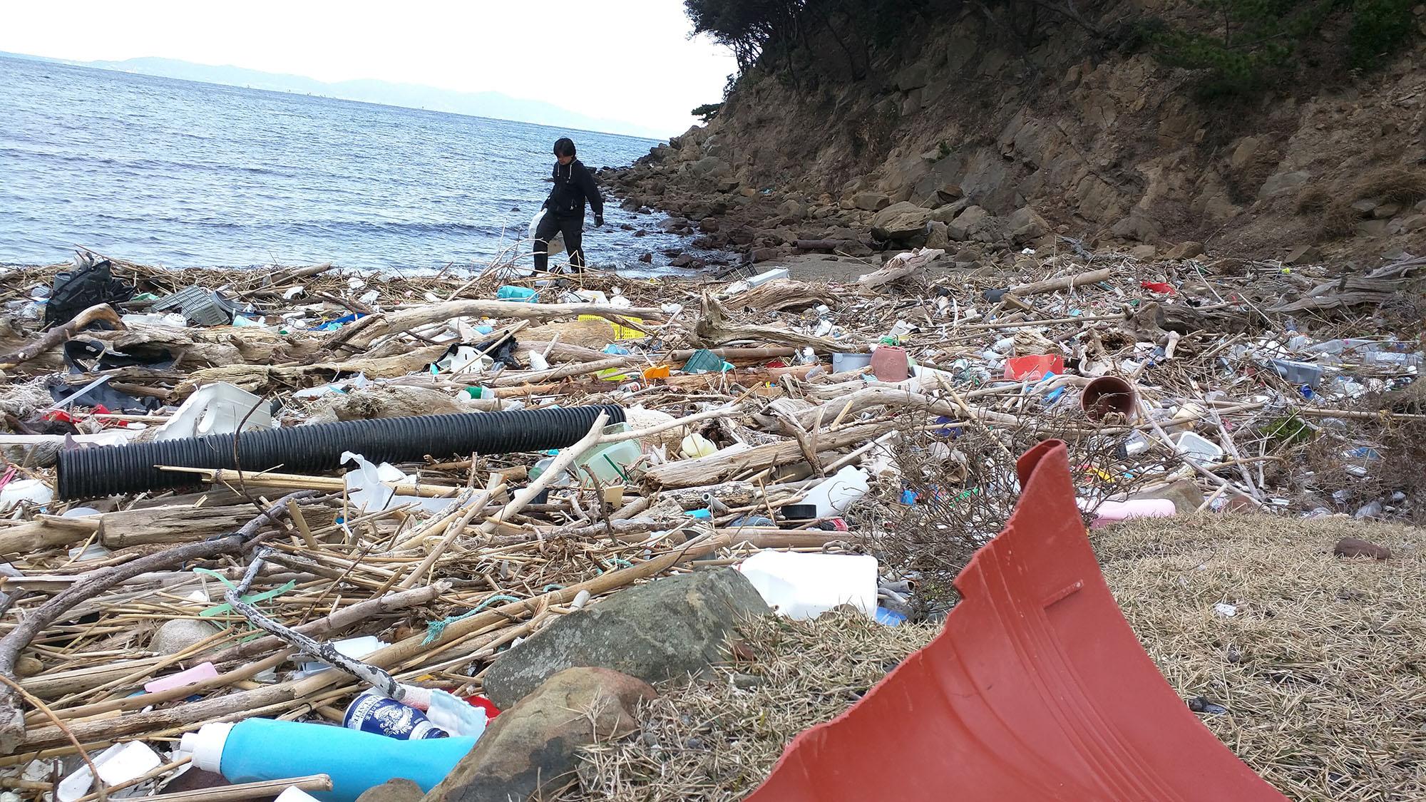 漂着ゴミ問題の友ヶ島の清掃作業