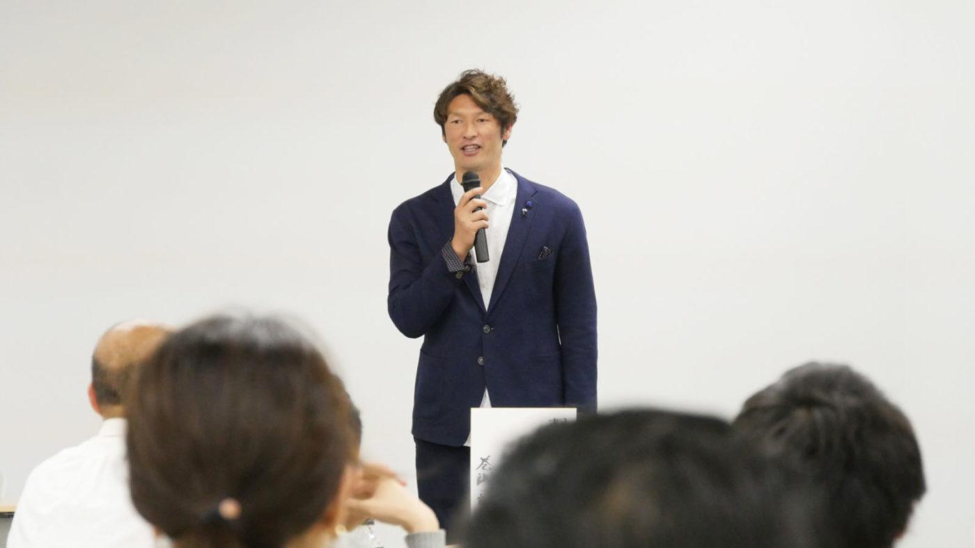 元プロサッカー選手の巻誠一郎さんのトーク