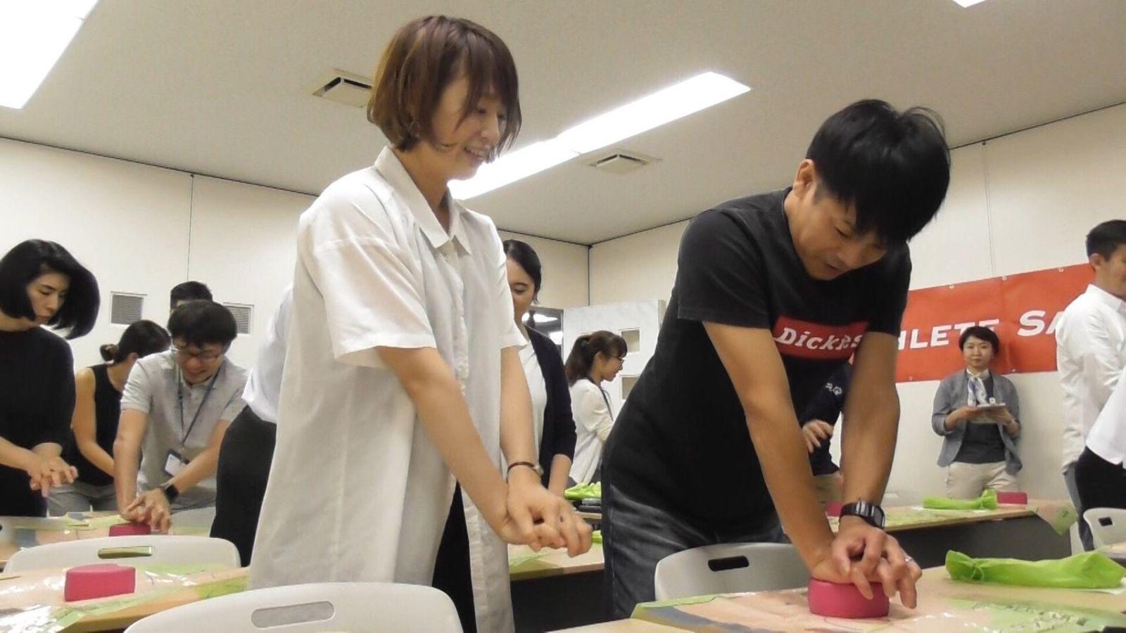 岡田さん AED実習 一緒に